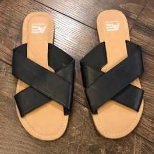 AEO Black Strap Slides
